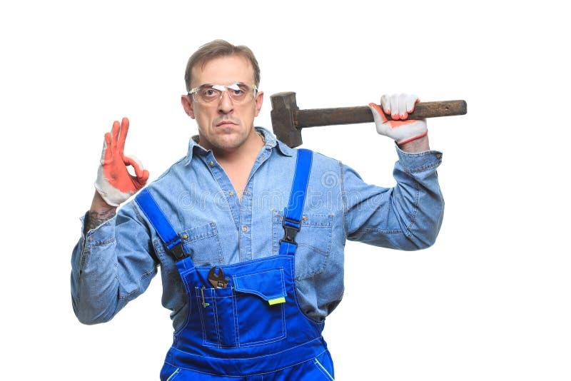 физическая фото мужик с кувалдой или дрелью интересно, какой