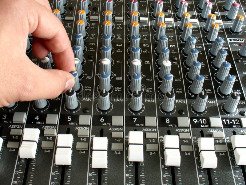 Download звук смесителя стоковое фото. изображение насчитывающей смеситель - 487972