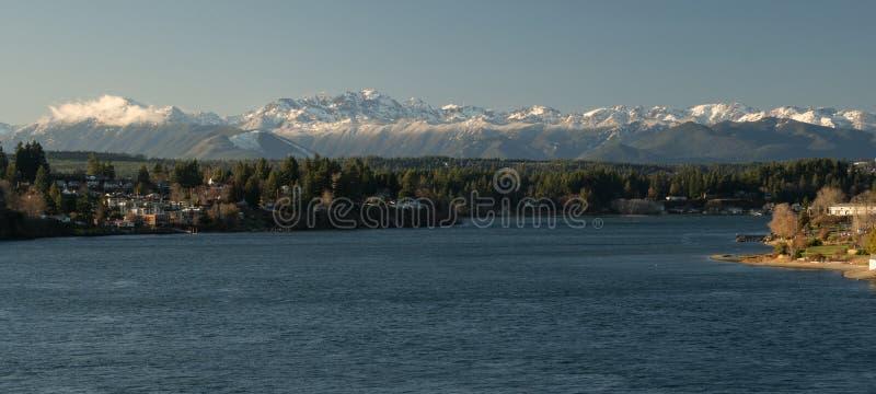 Звук Puget Bremerton олимпийских гор Вашингтон стоковые фотографии rf