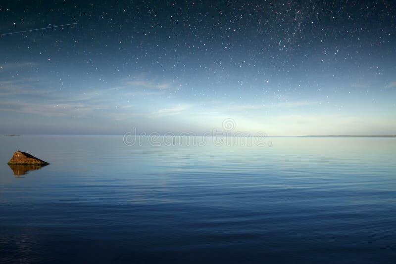 Звёздное небо над морем Природа Европа стоковые изображения rf