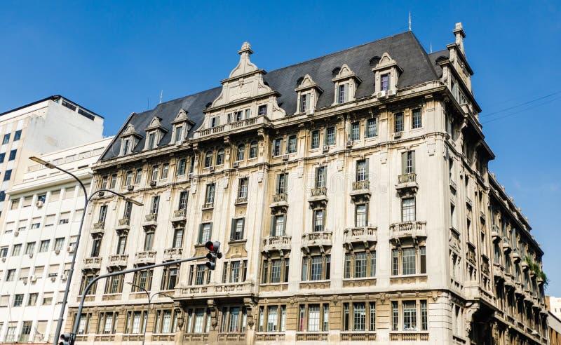 Здание архитектуры nouveau искусства на солнечный день в Буэносе-Айрес, Аргентине стоковые изображения rf