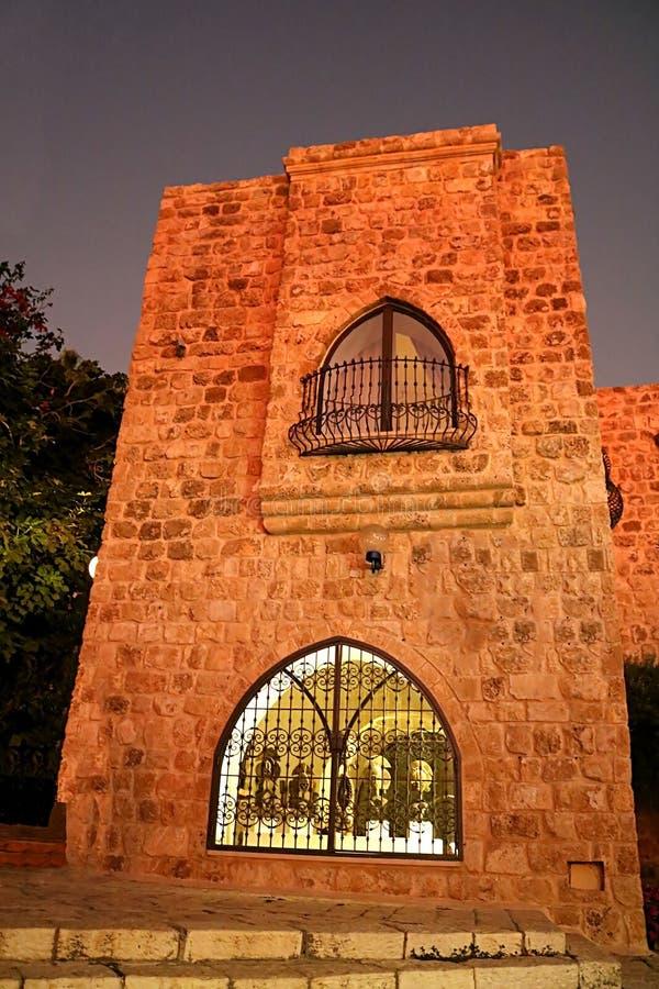 Здание в каменном старом городе Яффе в Тель-Авив на ноче, Израиле стоковое изображение rf