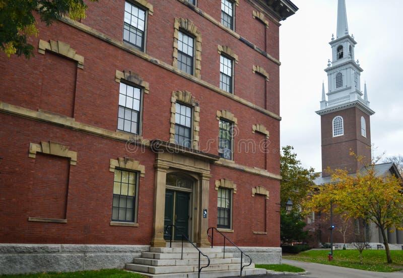 Здание Гарвардского университета в Кембридже, Массачусетсе, США стоковая фотография
