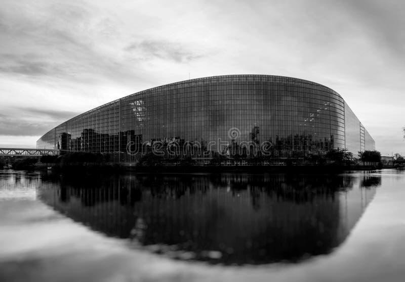 Здание Европейского парламента в страсбурге на сумраке стоковое изображение rf