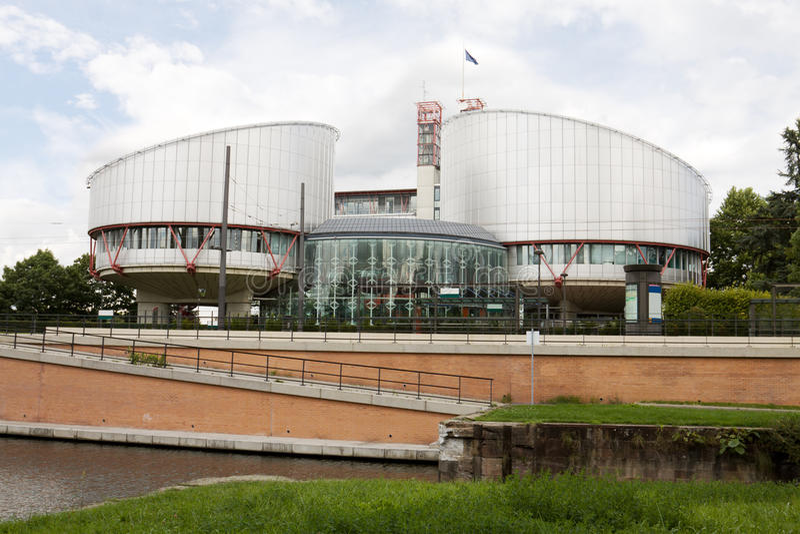 Здание Европейского суда по правам человека стоковая фотография rf