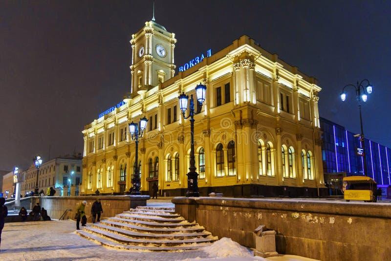 Здание железнодорожного вокзала Leningradsky на ноче в зиме moscow Россия стоковые изображения rf
