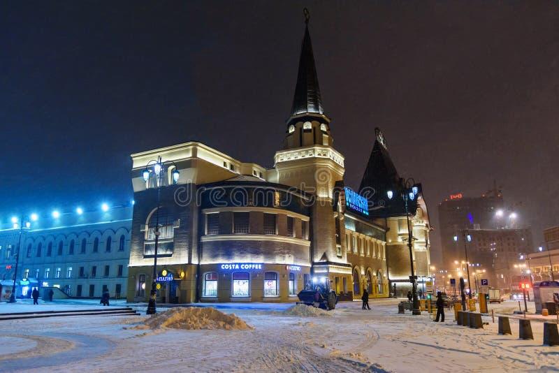 Здание железнодорожного вокзала Yaroslavsky на ноче в зиме moscow Россия стоковые фото