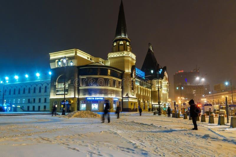 Здание железнодорожного вокзала Yaroslavsky на ноче в зиме moscow Россия стоковые фотографии rf