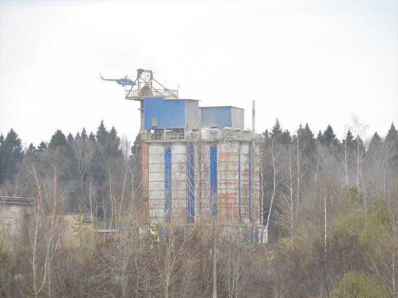 Здание и мастерская карьера песка со сверхмощным машинным оборудованием r E стоковое изображение