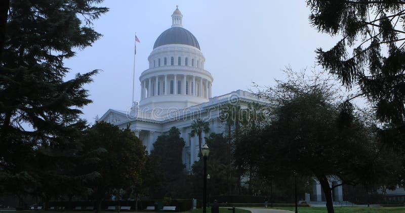 Здание капитолия положения в Сакраменто, Калифорнии стоковые фотографии rf