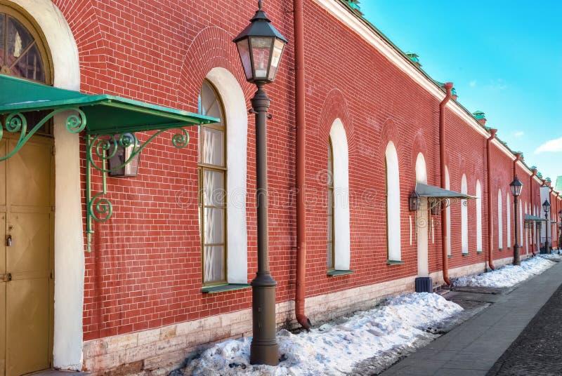 Здание красный кирпич стоковая фотография