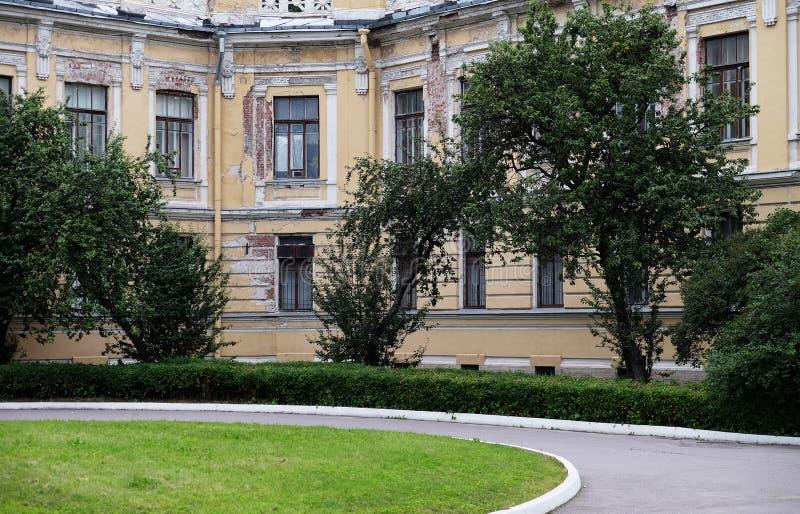 Здание многоквартирных домов в России Жилая архитектура стоковые фото