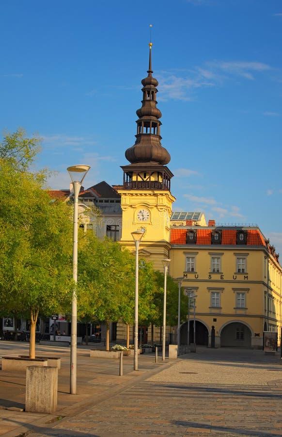 Здание музея Остравы в старой ратуше на квадрате Masaryk в Остраве Взгляд вечера лета стоковые фото