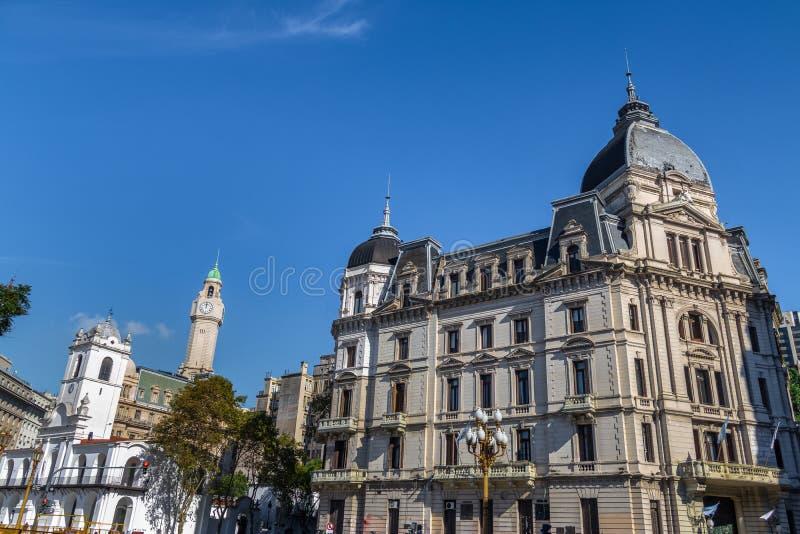 Здание муниципалитет Буэноса-Айрес - Palacio Муниципальный de Ла Ciudad de Буэнос-Айрес и здания внутри к центру города - Буэнос- стоковое фото