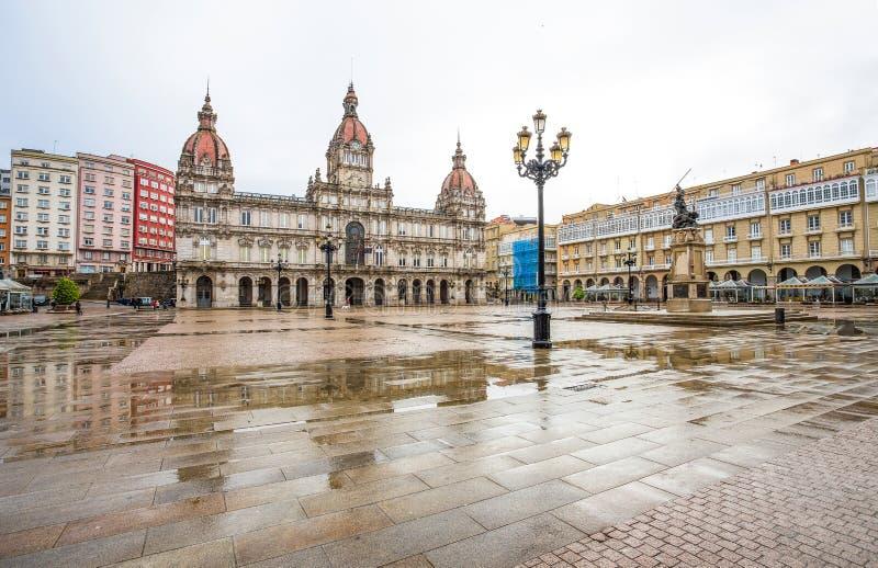 Здание муниципалитет и статуя пита Марии на квадрате на месте для отдыха пита Марии популярном среди locals и туристов, Coruna, И стоковое изображение