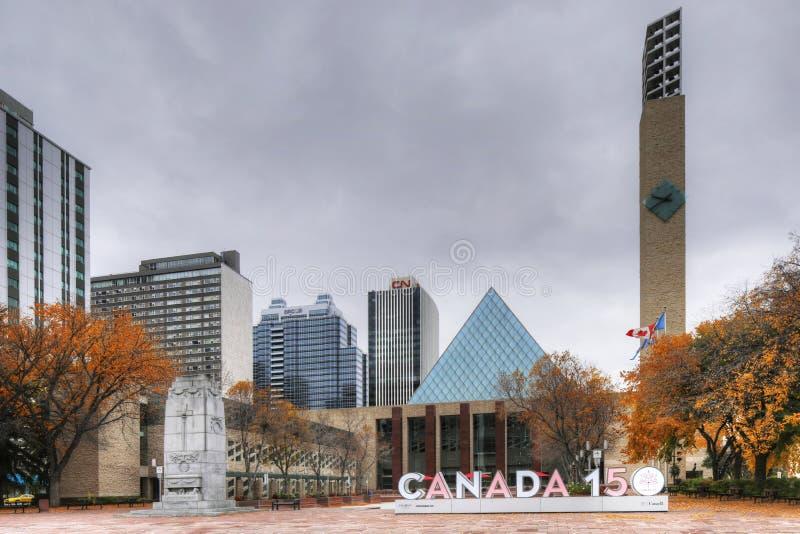 Здание муниципалитет Эдмонтона Канады с знаком Канады 150 стоковое изображение rf