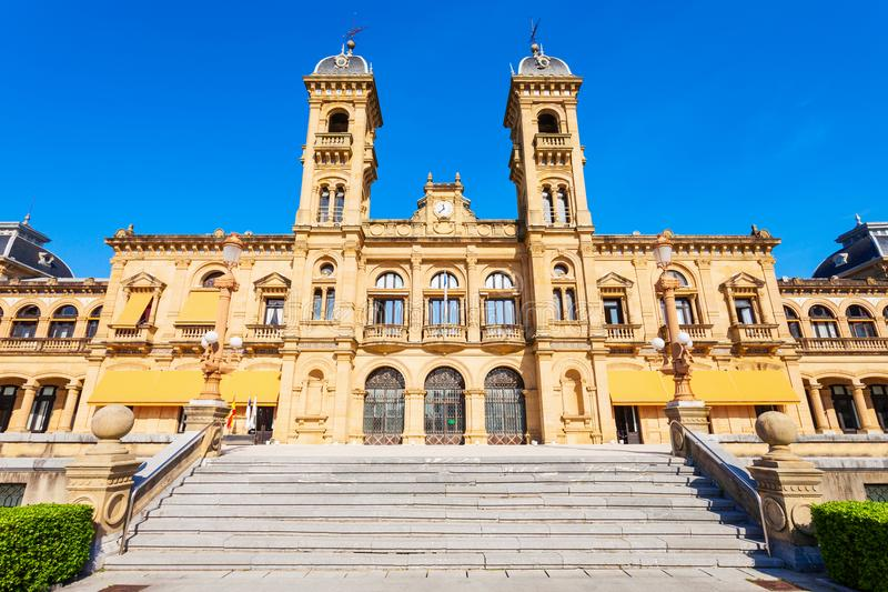 Здание муниципалитет San Sebastian, Испания стоковая фотография rf