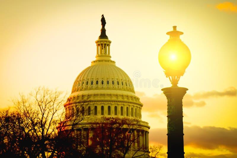 Здание на заходе солнца, Вашингтон США прописное, DC стоковые изображения