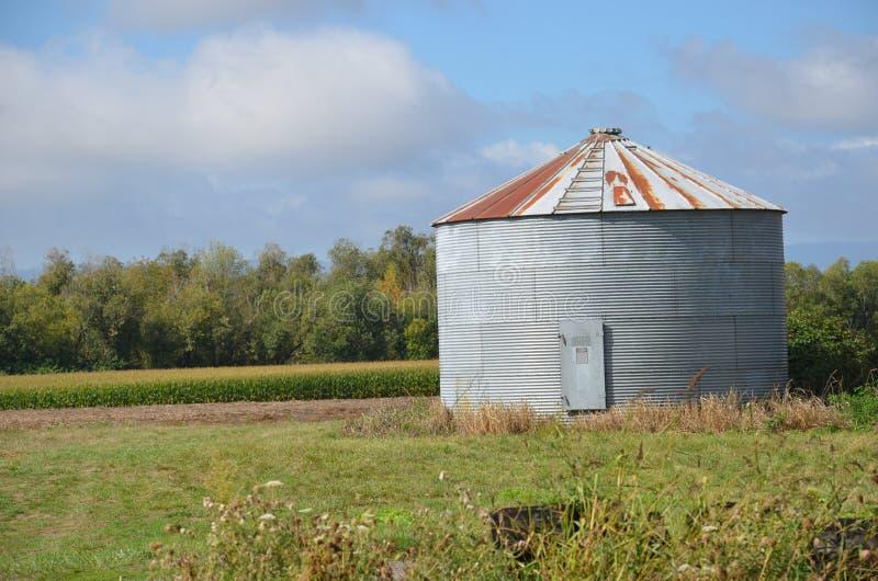 Здание около Салема, Орегон сельскохозяйственной продукции стоковая фотография
