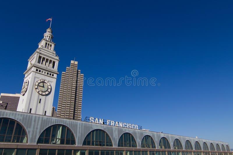 Здание парома San Francisco с башней часов стоковые фотографии rf