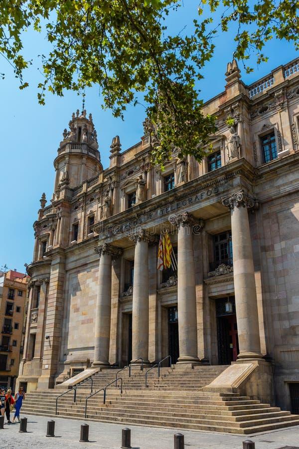 Здание почтового отделения в Барселоне, Испании стоковые фотографии rf