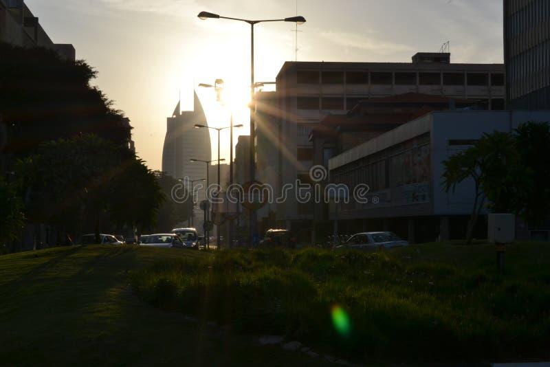 Здание правительства района ветрила, муниципалитет города Хайфы, центра города, на восходе солнца, утро, Израиль стоковое фото