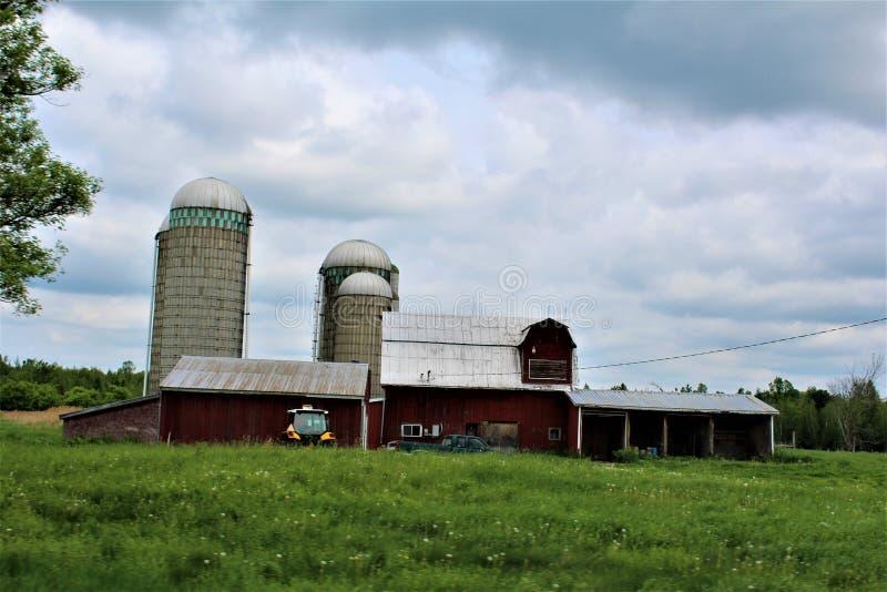 Здание сельского дома в сельском Malone, Нью-Йорке, Соединенных Штатах стоковые фото