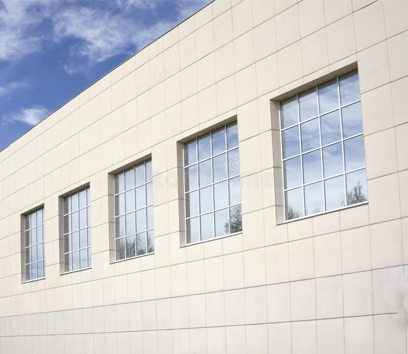 Здание с плакированием фасада, концом вверх стоковые фотографии rf