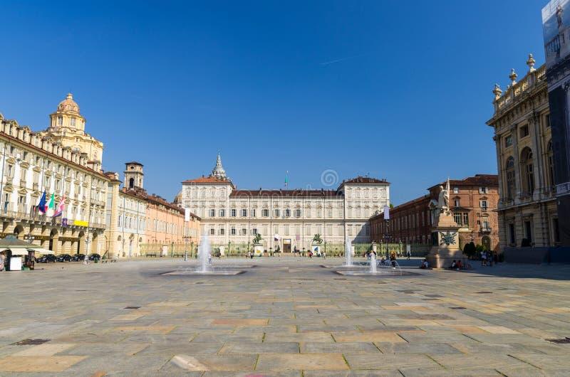 Здание церкви королевского дворца Palazzo Reale и San Lorenzo стоковые изображения rf