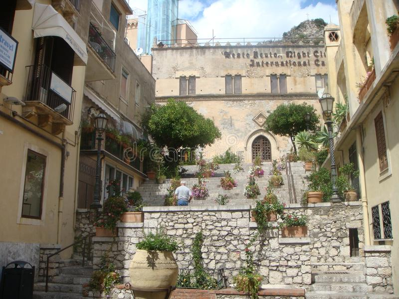 Здание Ciampoli, одно из византийских зданий к Taormina в Италии стоковое фото