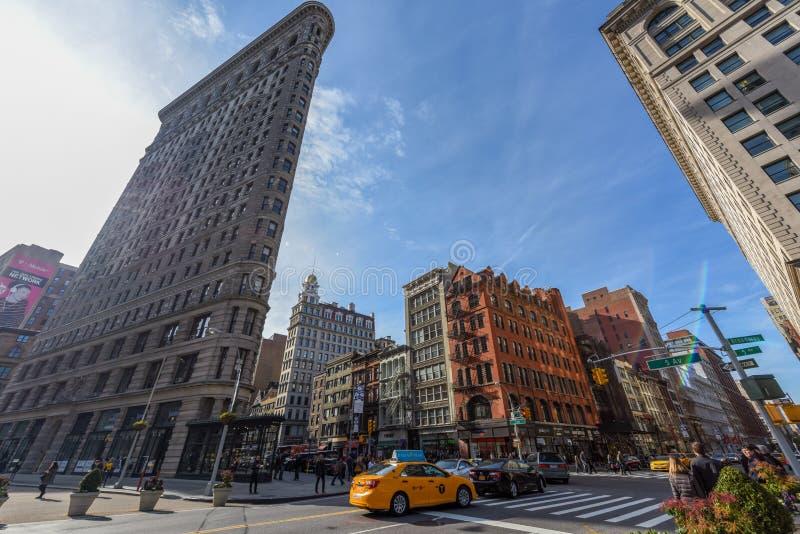Здание Flatiron в Манхэттене на солнечный день стоковые изображения rf
