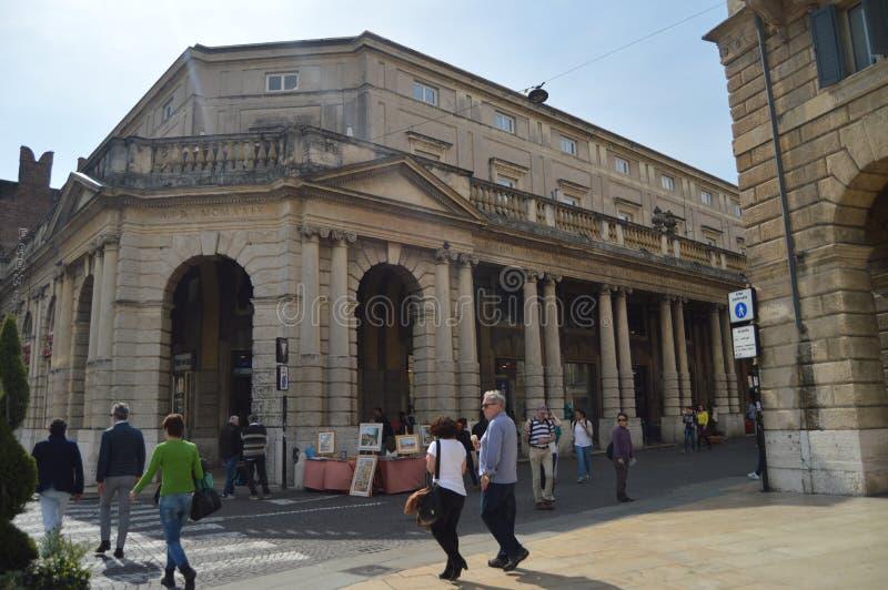 Здание Palestra Colonna Di Banzi Fabio в Вероне стоковые фотографии rf