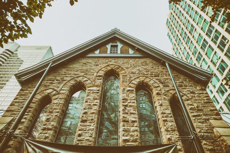 Здания Ванкувера старые и современные стоковые фото