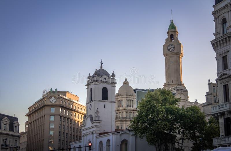 Здания в городском Буэносе-Айрес около Plaza de Mayo - Буэносе-Айрес, Аргентине стоковые изображения rf