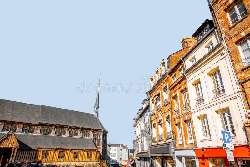 Здания в Honfleur во Франции стоковые изображения