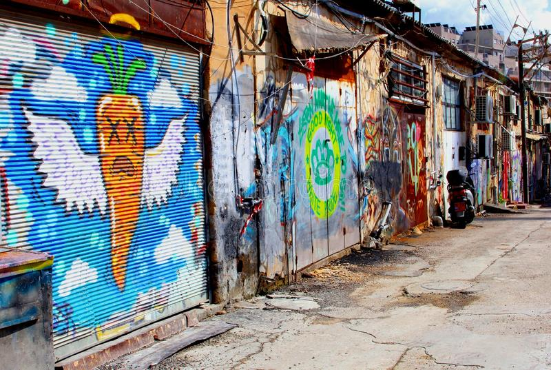 Здания граффити искусства старой улицы красочные, Florentin, Тель-Авив стоковые фотографии rf