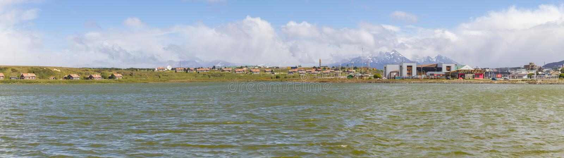 Здания и озеро в Ushuaia стоковая фотография rf