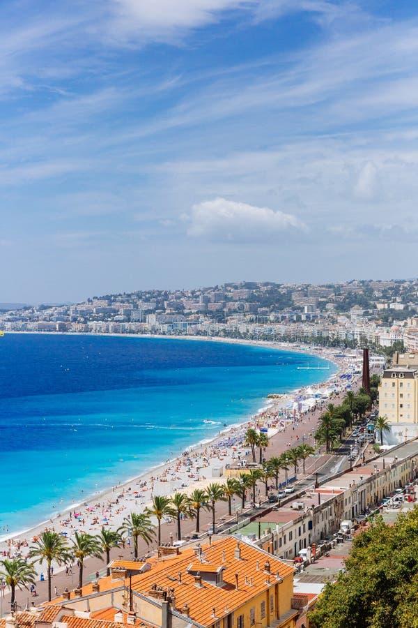 Здания и пляжи рядом с голубым морем в городе славного, Fran стоковые фото