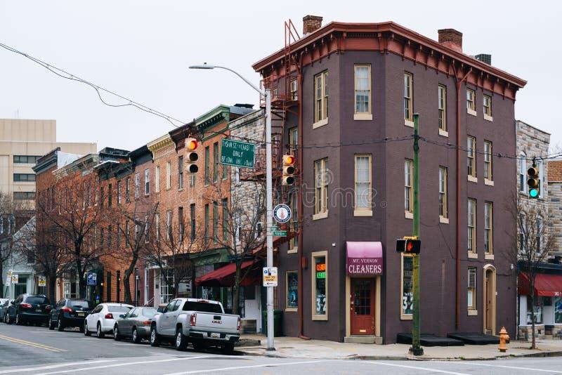 Здания на пересечении бульвара парка и улицы Reed в Mount Vernon, Балтимор, Мэриленде стоковые фотографии rf