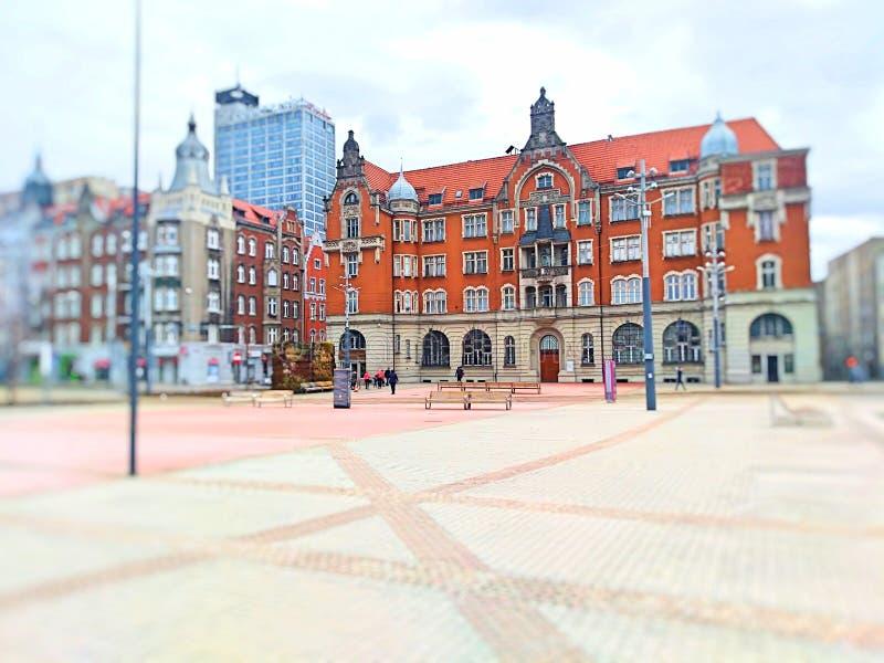 Здания на улице и пешеходной прогулке стоковая фотография rf