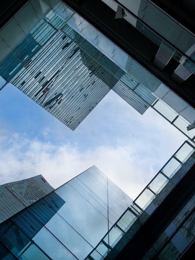 здания смотря офис вверх стоковые фотографии rf