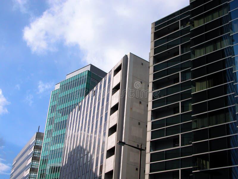 Download здания стоковое изображение. изображение насчитывающей небо - 81163