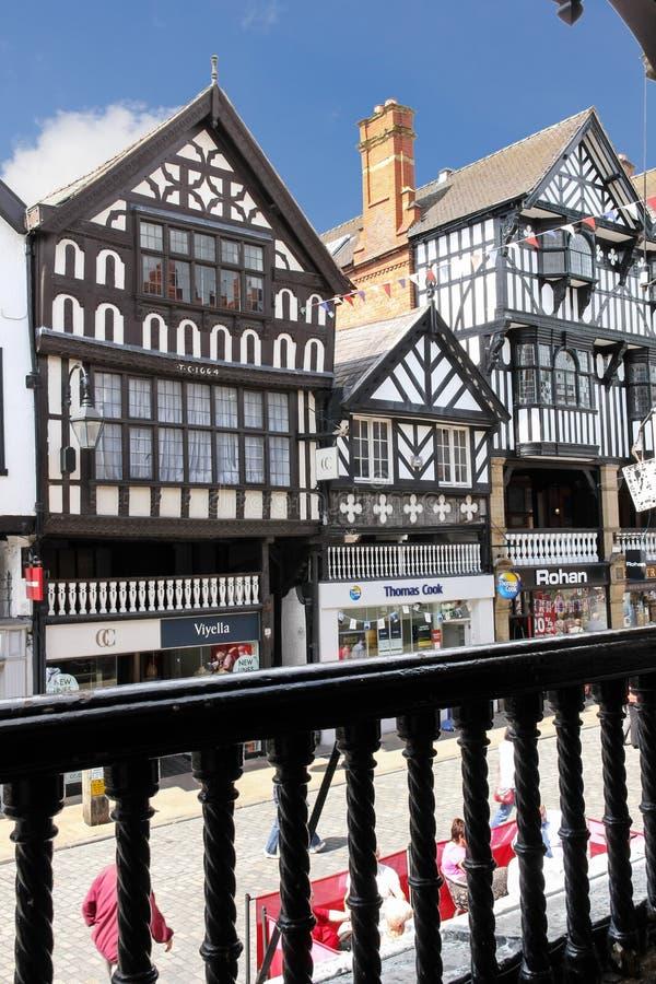 Здания Tudor в улице моста. Честер. Англия стоковые фотографии rf
