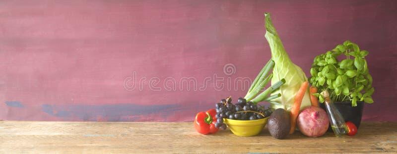 Здоровая еда, овощи, плодоовощ, травы, пищевые ингредиенты, здоровый e стоковое изображение rf