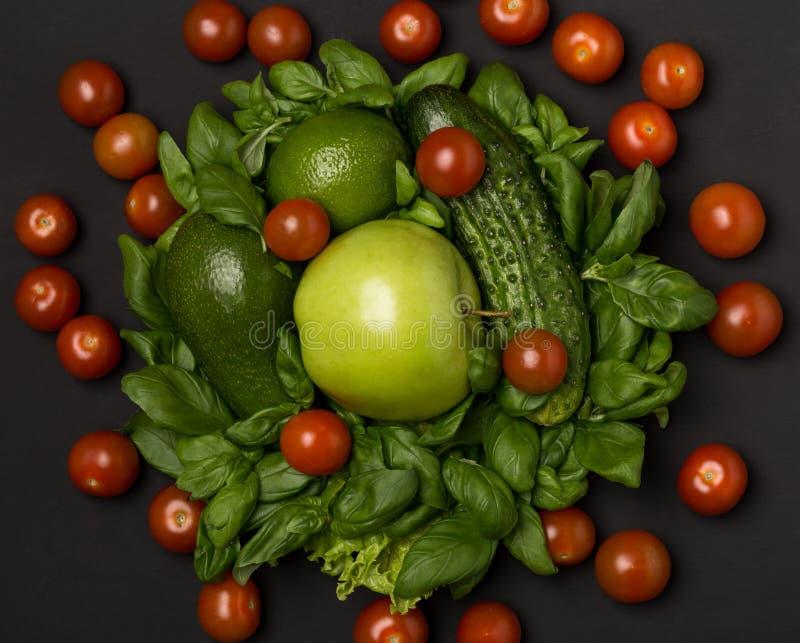 Здоровая еда, dieting, уменьшающ и весит концепцию потери Овощи, растительность и плодоовощ стоковое изображение rf