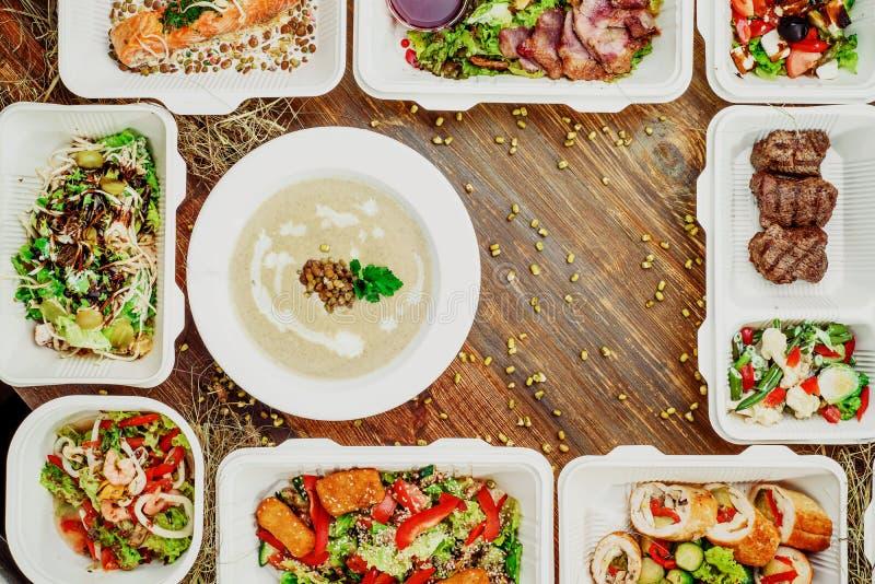 Здоровая поставка еды Взятие прочь для диеты стоковое изображение rf