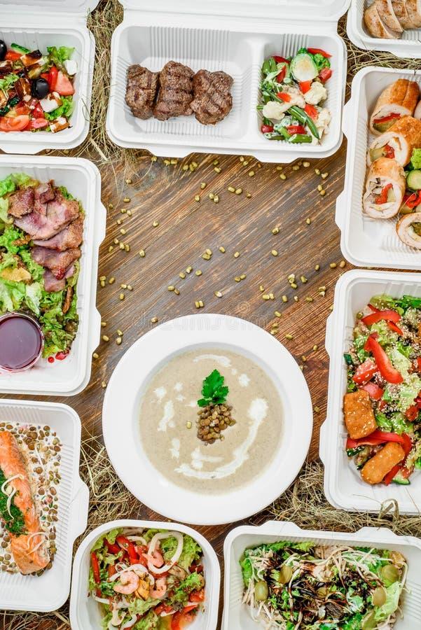 Здоровая поставка еды Взятие прочь для диеты стоковое фото