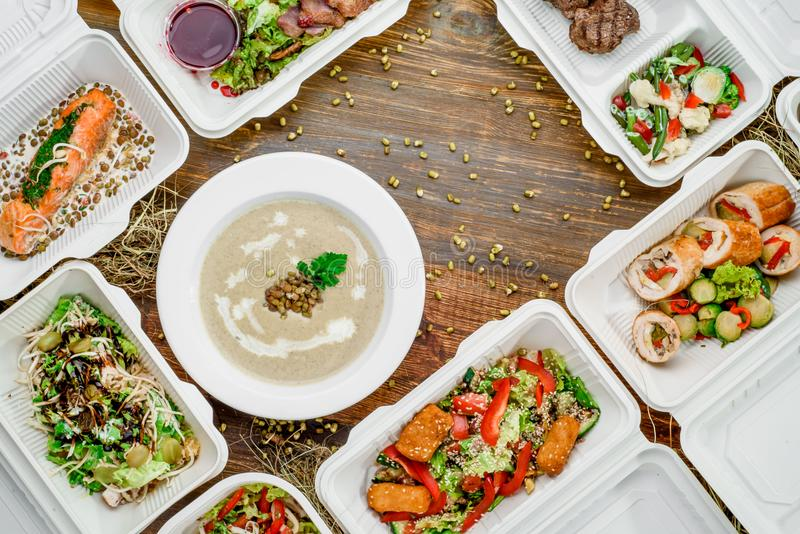 Здоровая поставка еды Взятие прочь для диеты стоковые изображения