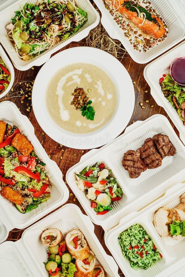 Здоровая поставка еды Взятие прочь для диеты стоковое изображение