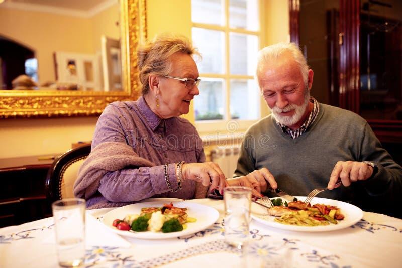 Здоровое блюдо день держит доктора прочь стоковые изображения